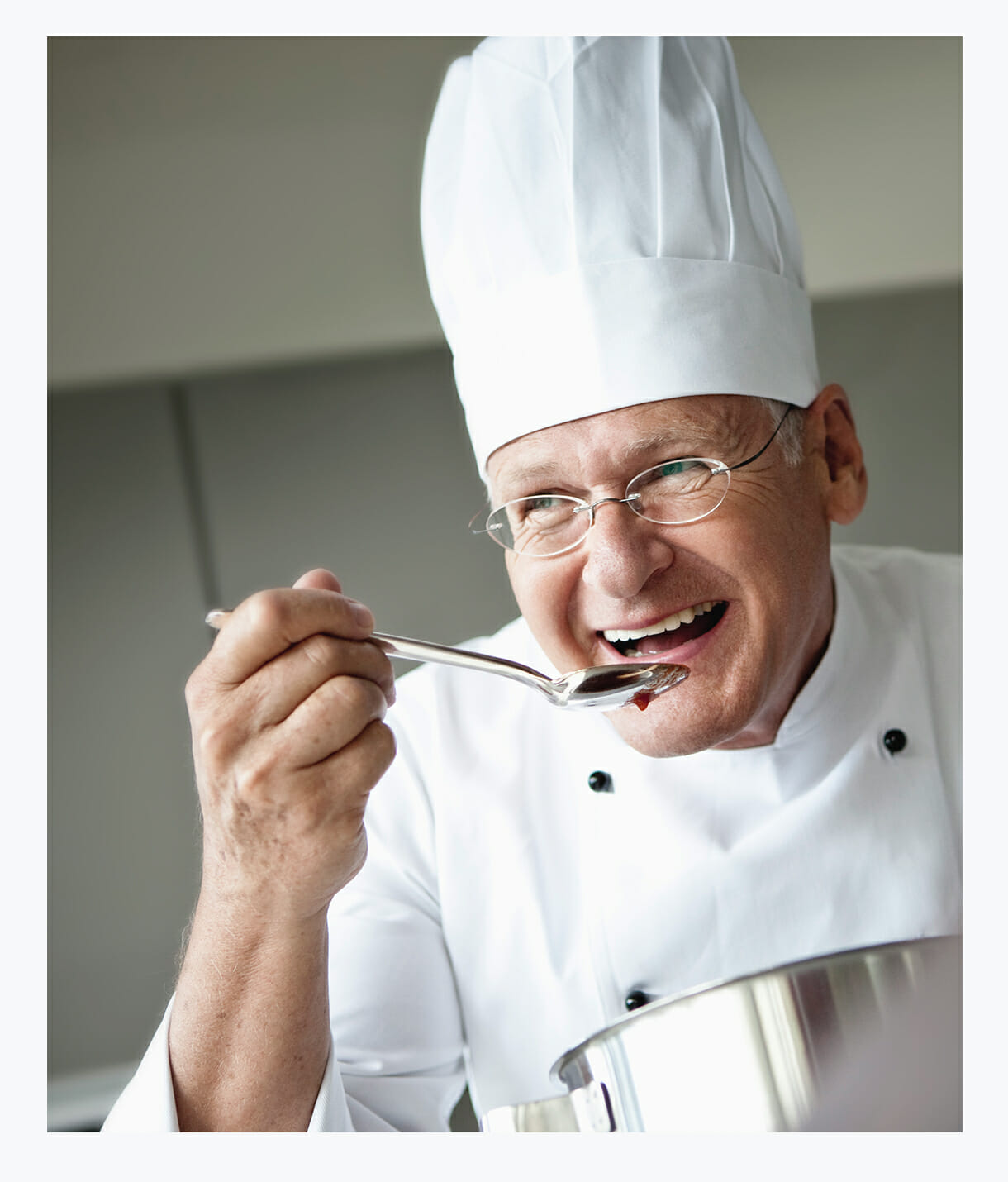 Memory Care Assisted Living private chef with open private kitchen, preparing meals for Memory Care residents, sensory stimulation, aroma therapy